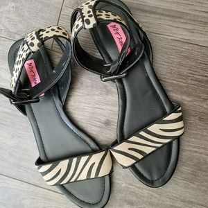 BETSEY JOHNSON LEATHER SANDALS